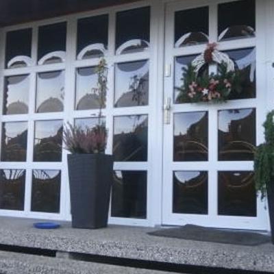 okna z białą ramką 2